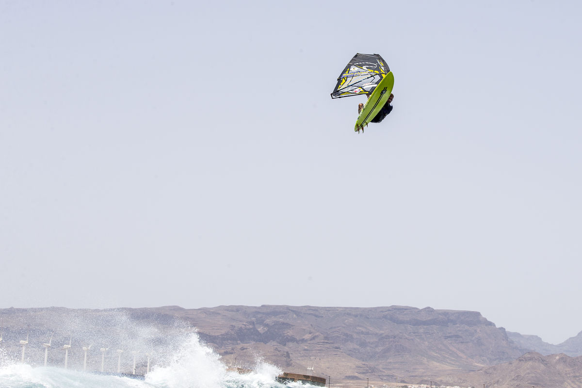 Ricardo Campello flying high